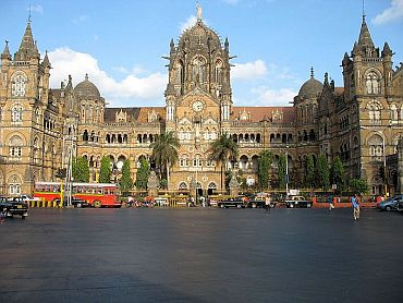 Cops hunt for 2 foreign terrorists in Mumbai