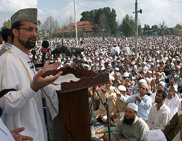 Mirwaiz Moulvi Umar Farooq addressing the gathering