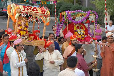 Devotees carry the Ganesh idols to the temple in Philadelphia