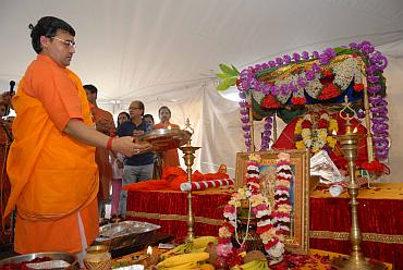 The idol being installed at the Bharatiya Temple in Philadelphia