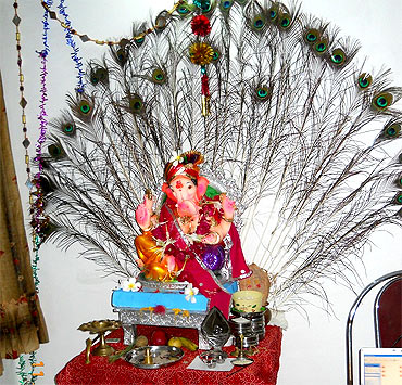 Ganpati decoration ideas for home wallpapers pictures for Background decoration for ganpati