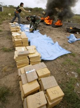 Members of the Bolivian special forces incinerate 500kg of confiscated cocaine