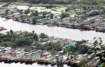The deserted Dal Lake during a strike in Srinagar