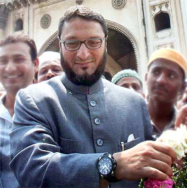 India News - Latest World & Political News - Current News Headlines in India - After success in Maharashtra, Owaisi's MIM eyes Uttar Pradesh