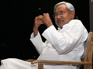 Bihar netas go party-hopping