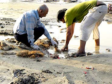 Mumbai's famed beach cleaned up after Ganesh immersion
