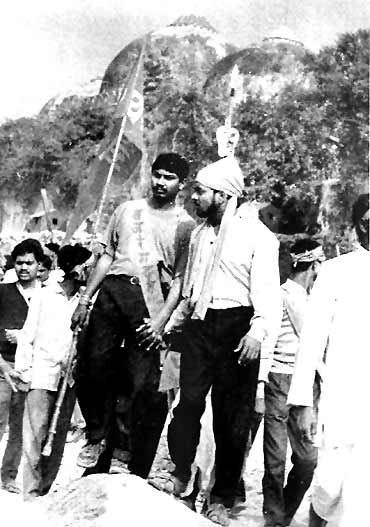 'Kar sevaks' at the Babri Masjid site