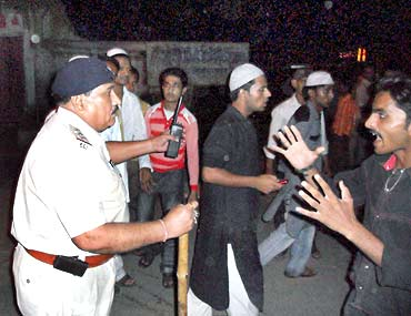 Youngsters argue with a police officer in Ratlam, September 3