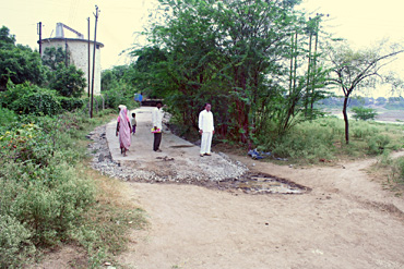 Tembhali: The road ends beyond 100 metres