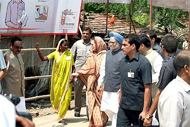 Congress chief Sonia Gandhi and Dr Singh head towards the health centre in Tembhali