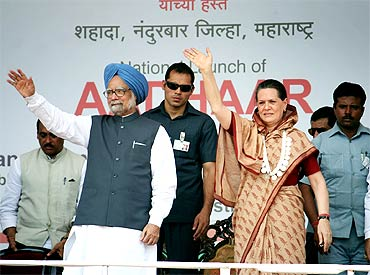 PM Dr Singh and Sonia Gandhi wave to the crowd after addressing the rally near Tembhali