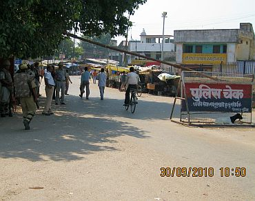A police checkpoint at Ayodhya