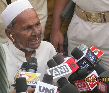Mohammad Hashim Ansari, the oldest litigant in the Ayodhya case, interacting with media persons post verdict