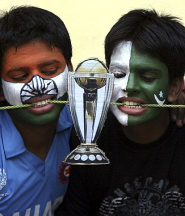 Fans of India and Pakistan team
