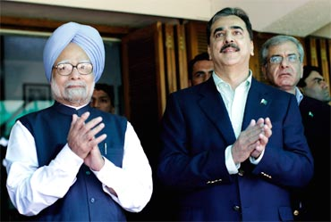 Dr Singh with Pakistan PM Gilani
