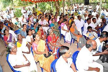 UDF supporters listen intently as Chandy addresses a rally