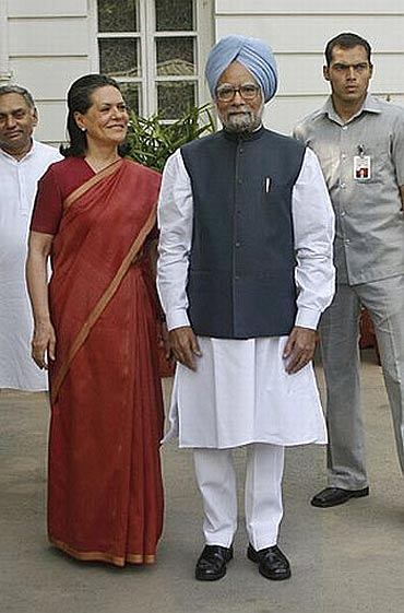 Congress President Sonia Gandhi with Prime Minister Dr Manmohan Singh