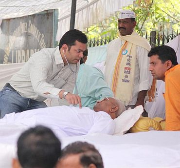 A doctor checking on Hazare's health
