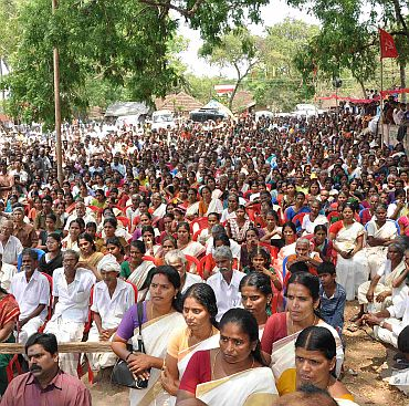 A massive gathering listens to VS Achuthanandan's speech
