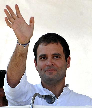 Rahul Gandhi waves during the campaign in Tamil Nadu