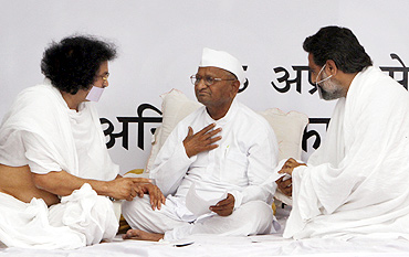 Hazare with men from the Jain community