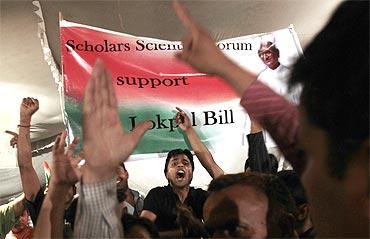 Anna Hazare's supporters protest against corruption in New Delhi