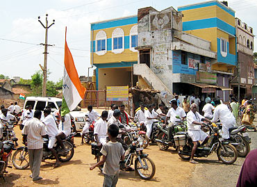 Congress workers on motorbikes in Chidambaram's campaign convoy