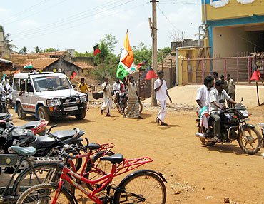 Congress supporters in Chidambaram's campaign convoy