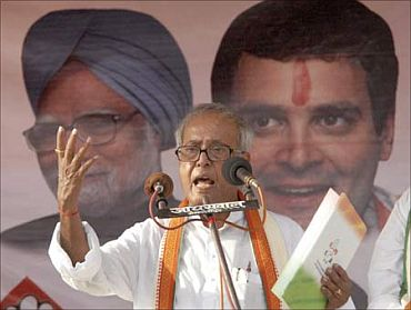 Pranab Mukherjee addresses a campaign rally in Kolkata