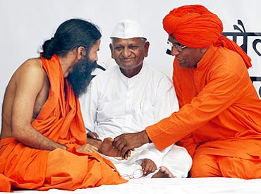 Yoga guru Swami Ramdev and social activist Swami Agnivesh with Anna Hazare