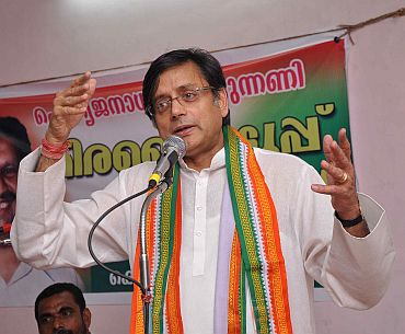 Shashi Tharoor addressing a campaign at Thiruvananthapuram
