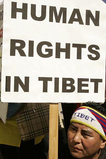 Pro-Tibet demonstrator attends rally at City Hall in San Francisco