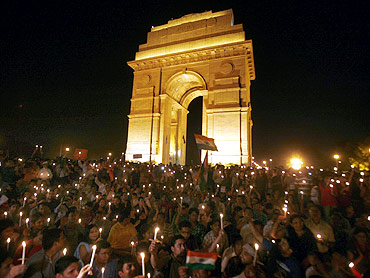 Thousands of Hazare's supporters attend a candlelight campaign against corruption at India Gate in New Delhi