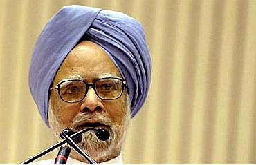 Prime Minister Manmohan Singh addresses mediapersons