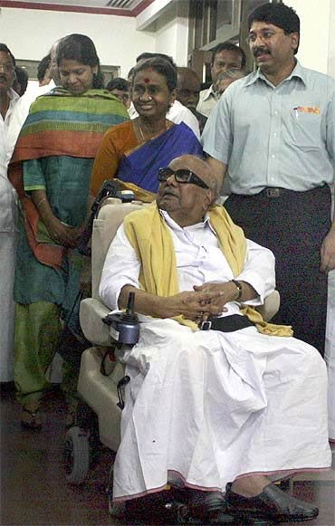 Karunanidhi with family members Kanimozhi, Dayalu Ammal and Dayanidhi Maran