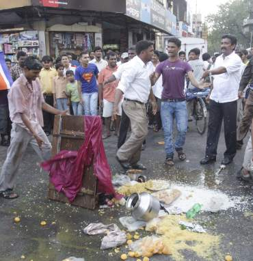 MNS goes on a rampage, attacks pani puri vendors