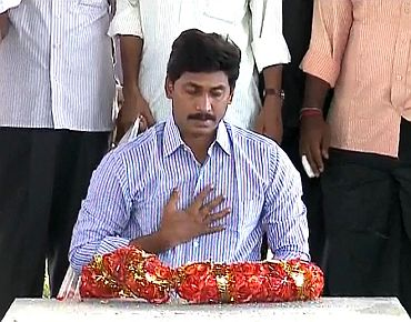 Jagan at his father YSR Reddy's memorial