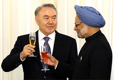 Kazakhstan's President Nursultan Nazarbayev and PM Singh toast during their meeting in Astana on Saturday
