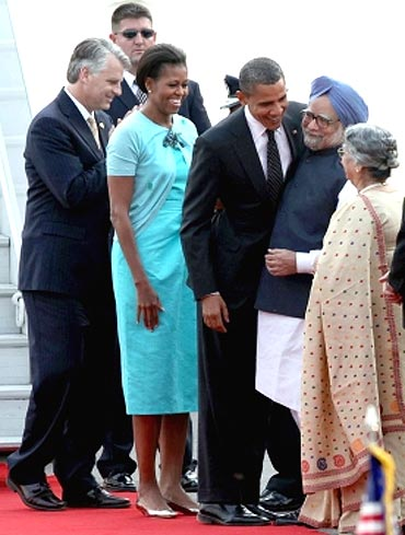 United States President Barack Obama embraces Prime Minister Manmohan Singh