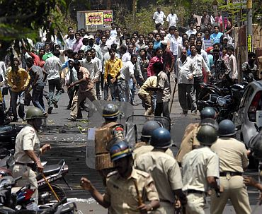 Anti nuclear plant protestors clash with police in Ratnagiri on Tuesday