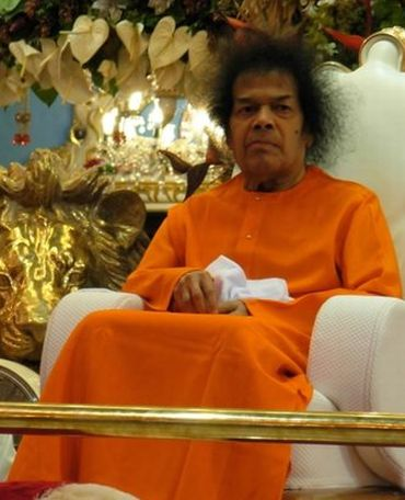 Puttaparthi tense over Sai Baba's worsening health