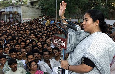 Mamata Banerjee addressing a rally in Kolkata