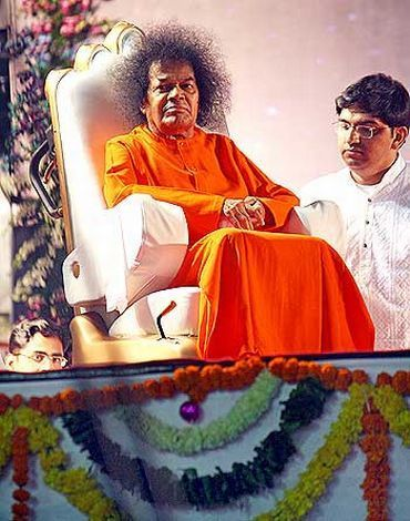 File picture of Sathya Sai Baba giving darshan in Mumbai