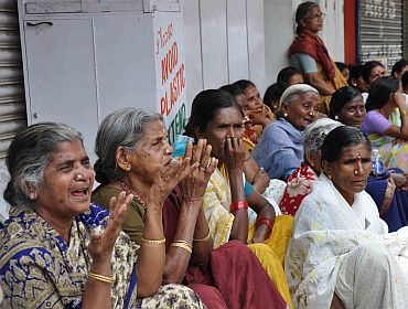 Inconsolable Sai Baba devotees in Puttaparthi