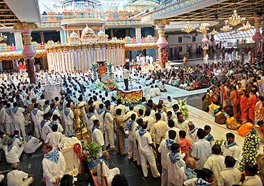Thousands have congregated for a last 'darshan'
