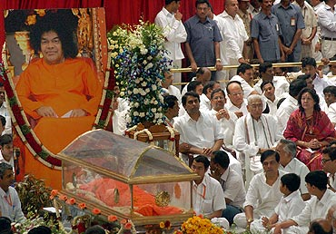 Sai Baba's body lies in state