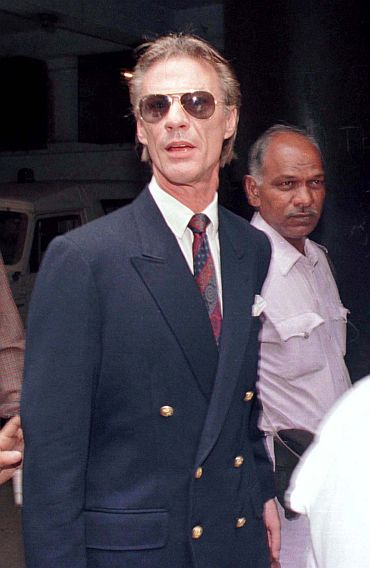 Former British army pilot Peter Bleach enters a court in the eastern Indian city of Calcutta April 9. Bleach along with five Lativian crew members were arrested December 21 in 1995 in the Purulia case