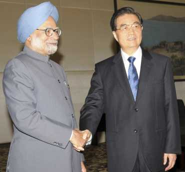 Prime Minister Dr Manmohan Singh with Chinese President Hu Jintao