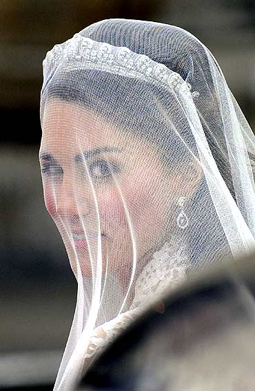 Kate Middleton arrives at Westminster Abbey before the marriage ceremony