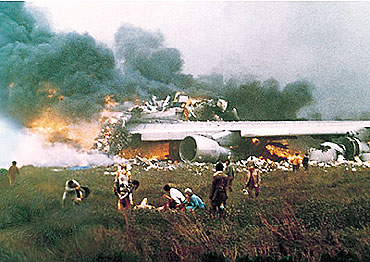 The Tenerife airport disaster that claimed 583 lives